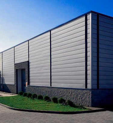 Отделка здания алюминиевыми панелями, пример